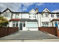 3 bedroom flat in Woodville Road, Golders Green NW11