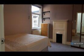 3 bedroom flat in Uxbridge Road, London, W5 (3 bed) (#1147261)