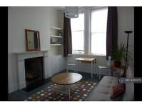1 bedroom flat in Lady Margaret Road, London, NW5 (1 bed)