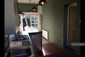 1 bedroom flat in Lavenham Road, London, SW18 (1 bed)