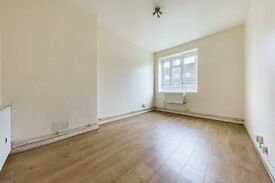 Wonderful 2 bed property in Brixton! Don't miss out! Parking!!