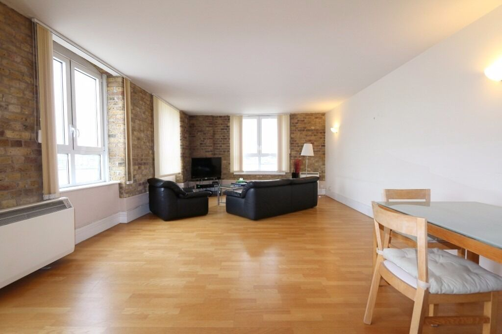 2 bed 2 bath LARGE Warehouse conversion, exposed brickwork, 3rd floor, direct river views, parking