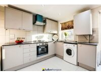Newly refurbished, stunning 4 bedroom flat with 3 bathrooms with a garden in E14 LT REF 4319851