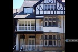 2 bedroom flat in Harlow Moor Drive, Harrogate, HG2 (2 bed)