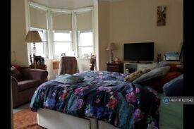 1 bedroom in Hammersmith Road, London, W6 (#1127042)