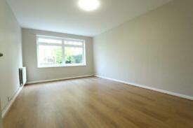2 bedroom flat in 2 Bedroom Flat, Wellington Road â Bush Hill Park EN1