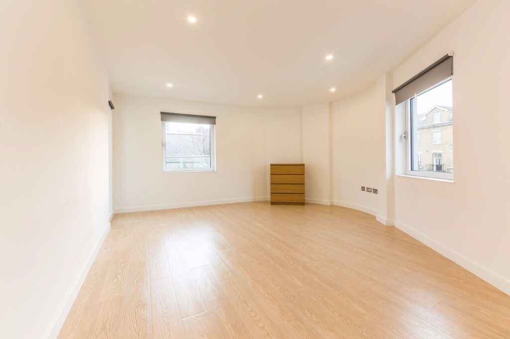 The Island - UNFURNISHED ONE BEDROOM WITH LARGE ROOF TERRACE - WITH PARKING £1150 !!