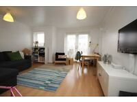 Modern 2 double bed flat close to Southfields tube. SW18. Must be seen!
