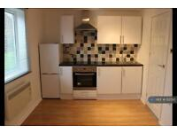 1 bedroom flat in Slades Close, Glemsford, CO10 (1 bed)