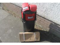 heavy duty punchbag with mitts and support bracket
