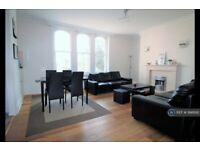 2 bedroom flat in Kings Avenue, London, SW4 (2 bed) (#998692)