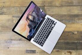 Macbook Pro Retina 2015 13inch , i5 - 8 GB - 128 GB . Final cut , Logic Pro