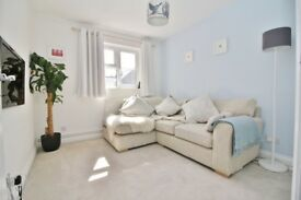 Comfy 3 bedroom apartment, for £1450, Canning Town, Hurry!!! Hurry!!! Hurry!!