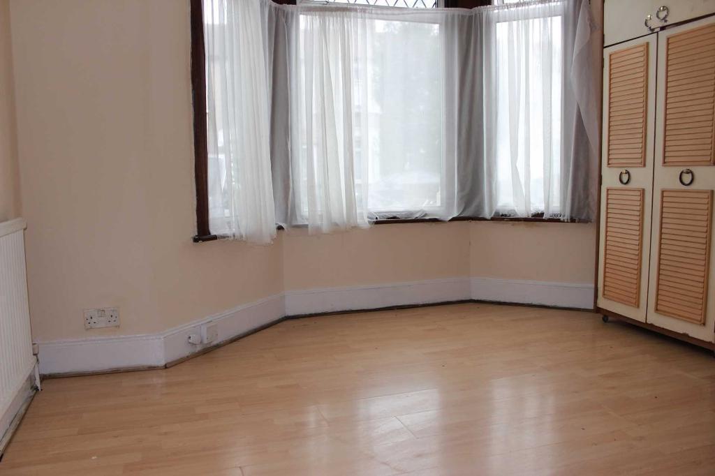 2 bedroom flat in 2 bedroom Ground Floor flat to rent on elmstead road