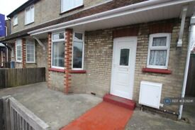 3 bedroom house in Victory Road, Clacton-On-Sea, CO15 (3 bed) (#839241)
