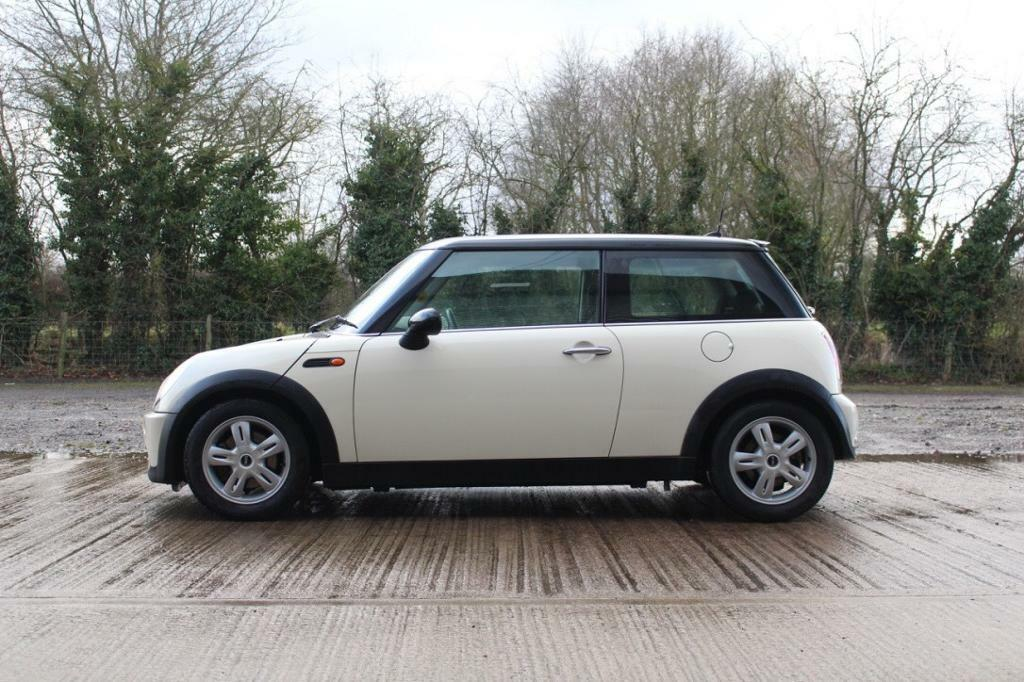 Mini Cooper 1.6 Petrol Manual in Pepper White