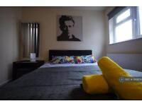 Studio flat in Ash Grove, London, NW2