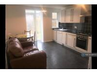 3 bedroom house in Brough Close, London, SW8 (3 bed)