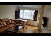2 bedroom flat in High Street, Feltham, TW13 (2 bed) (#586004)