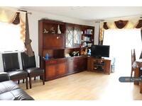 2 bedroom flat in Lynn Road, Ilford, IG2 (2 bed)