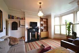3 bedroom flat in Middle Lane, Crouch End, N8