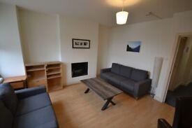 3 Bedroom flat to rent in Queens Park