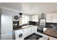 2 bedroom flat in Mayford Close, Beckenham BR3