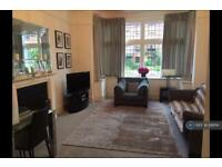 2 bedroom flat in Surrey, Surrey, KT6 (2 bed)