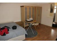AVAILABLE TODAY. RENT INC BILLS. STUDIO. CLOSE TO ALL AMENITIES & TRANSPORT. GARDEN FLAT. N22