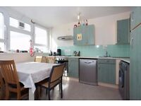 SPACIOUS 3 BED FLAT - CAN BE USED AS 4 BED - EC1V