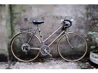 RALEIGH MEDALE, vintage ladies women's racer racing road bike, 22.5 inch large size, 10 speed