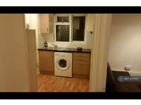 1 bedroom flat in Rainham Road South, Dagenham, RM10 (1 bed) (#214617)