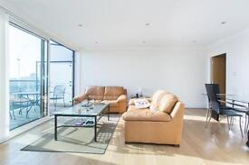 2 bedroom flat in Boardwalk Place, Canary Wharf E14