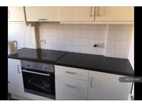 2 bedroom flat in Poynders Road, Clapham South, SW4 (2 bed)