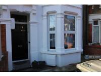 2 bedroom flat in Lucas Avenue, London, E13 (2 bed)