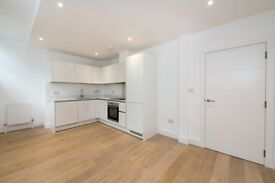 VACANT & UNLIVED IN! DESIGNED FURNISHED BRAND NEW 1 BEDROOM APARTMENT WITH CONCIERGE LIMEHOUSE E14