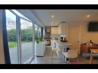 1 bedroom flat in Tabard House, Hampton Wick, KT1 (1 bed) (#1038024)