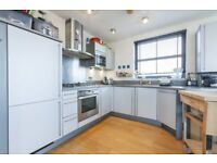 *** Modern 3 Double Bedroom, 2 Bathroom Penthouse With Parking Close To Greenwich/Cutty Sark DLR ***