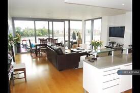 3 bedroom flat in Eastfields Avenue, London, SW18 (3 bed)