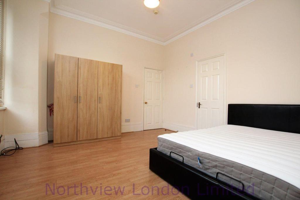 1 bedroom in Fox Lane, Palmers Green, N13