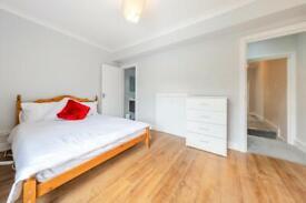 Luxury En-suite Next To Uxbridge Station!