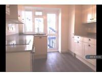 2 bedroom flat in Burnham Court Brent Street, London, NW4 (2 bed)