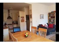 2 bedroom flat in Hammersmith Grove, London, W6 (2 bed)
