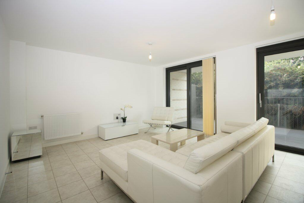 # Stunning 3 bed 3 bath available now in Kingfisher Heights - E16 - CALL NOW!!