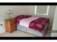 1 bedroom flat in Symphony Close, Edgware, HA8 (1 bed)