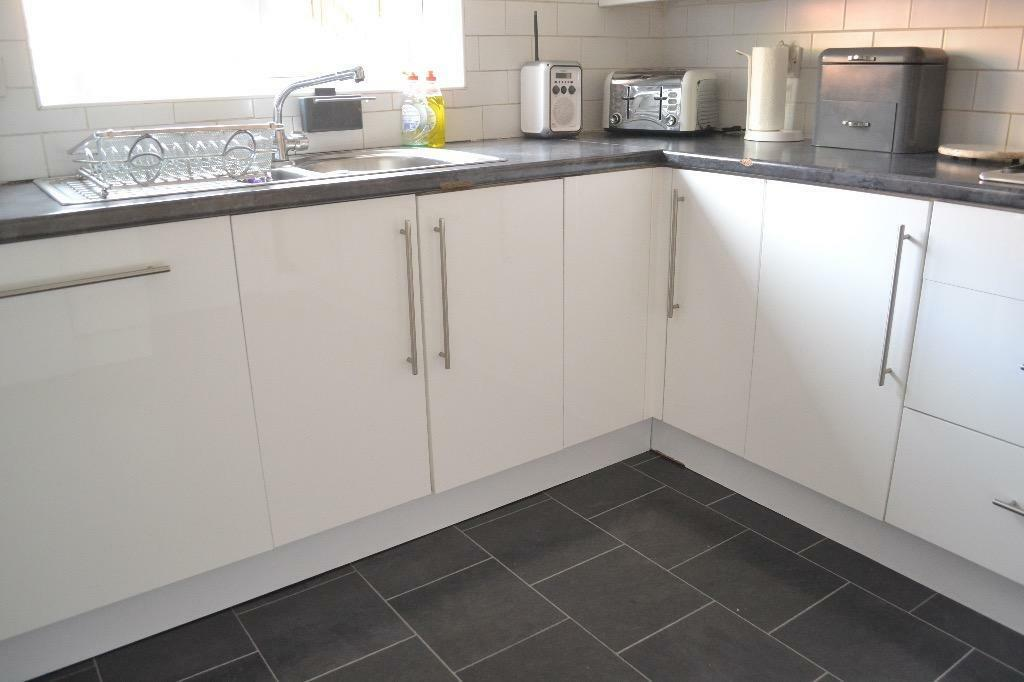 Full kitchen for sale in knightswood glasgow gumtree for Kitchen cabinets gumtree