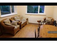 5 bedroom house in Queen Street, Treforest, CF37 (5 bed)