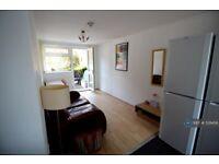 1 bedroom in Glenridding Close, Oldham, OL1 (#528456)
