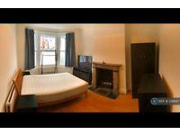 1 bedroom in Mirabel Road, London, SW6 (#336647)