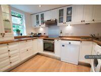 2 bedroom flat in Southfields, London, SW19 (2 bed) (#1054357)